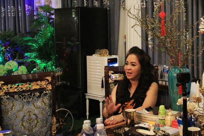 """Bà Phương Hằng livestream phủ nhận lời đồn yêu Võ Hoàng Yên, tiết lộ mình từng uống thuốc, đưa kim cương, nghe ông Yên bàn """"kế hoạch đầu độc"""" ông Dũng """"lò vôi"""" - Ảnh 2."""