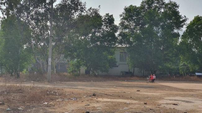 Gã đàn ông hiếp dâm, sát hại bé gái 5 tuổi ở Bà Rịa - Vũng Tàu: Nét mặt rợn người, vẻ mặt thản nhiên ngồi rung đùi tại cơ quan công an - Ảnh 3.