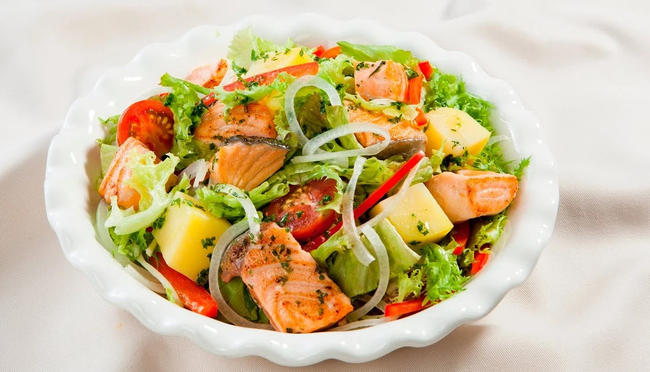Bữa tối mùa hè mà ăn món salad này, chị em vừa no mà chẳng sợ tăng cân! - Ảnh 1.