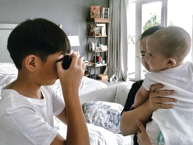 Subeo học làm nhiếp ảnh gia cầm máy đi chụp khắp nhà, nhìn thành quả Hồ Ngọc Hà tiết lộ mới bất ngờ - Ảnh 1.