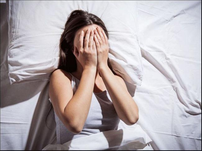 Con gái 12 tuổi vẫn nằm chung giường với bố, nửa đêm xảy ra sự việc, người bố liền ngay lập tức tách phòng - Ảnh 2.