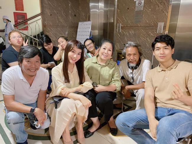 Hết Minh Hằng rồi đến Diễm My 9x khoe style công sở chuẩn sành điệu và thanh lịch trong phim mới - Ảnh 6.