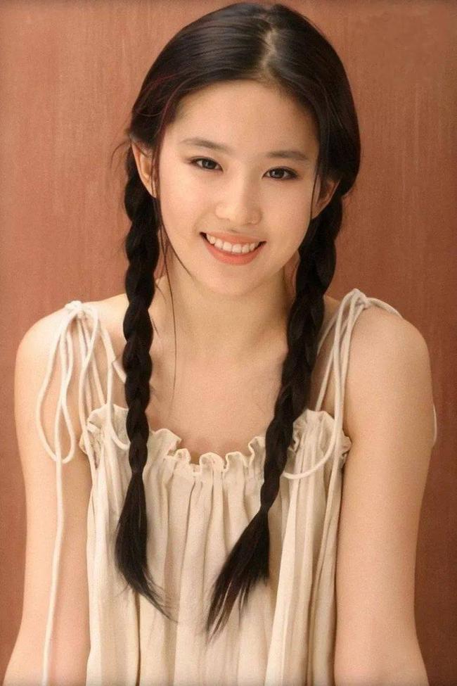 Hình ảnh năm 17 tuổi của dàn mỹ nhân Hoa ngữ: Dương Mịch, Phạm Băng Băng lép vế trước Lưu Diệc Phi, Trương Bá Chi - Ảnh 13.