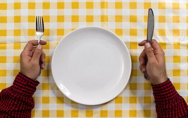 3 cách giảm cân nhiều người thực hiện, không những không thành công mà còn gây hại cho cơ thể - Ảnh 1.