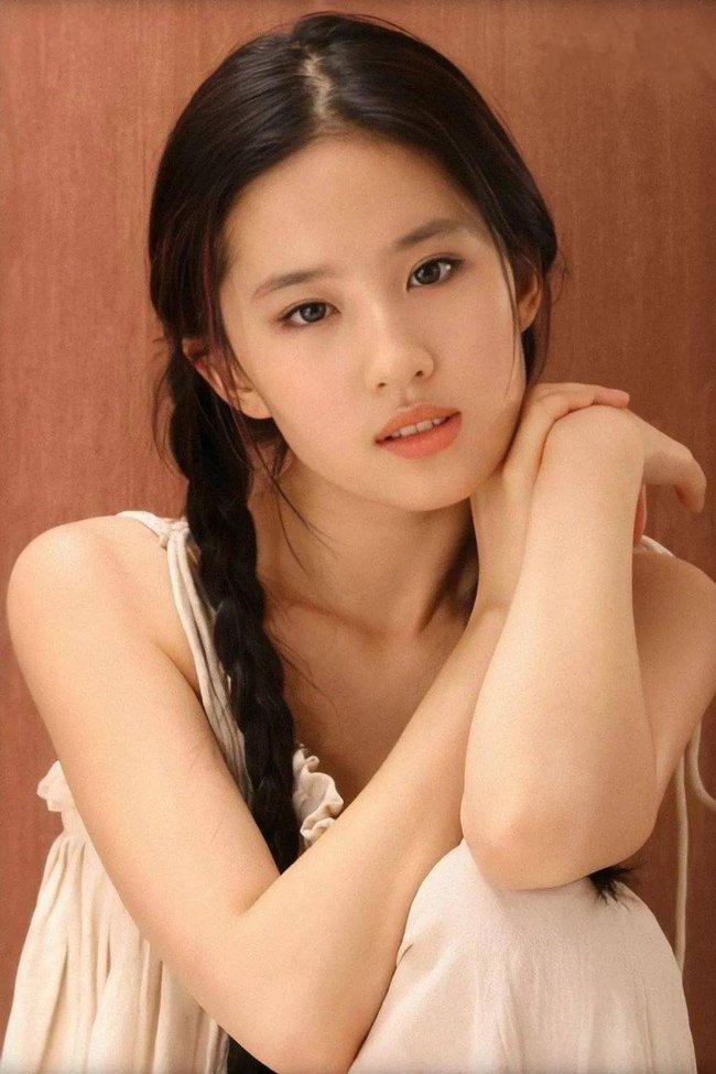 Hình ảnh năm 17 tuổi của dàn mỹ nhân Hoa ngữ: Dương Mịch, Phạm Băng Băng lép vế trước Lưu Diệc Phi, Trương Bá Chi - Ảnh 14.