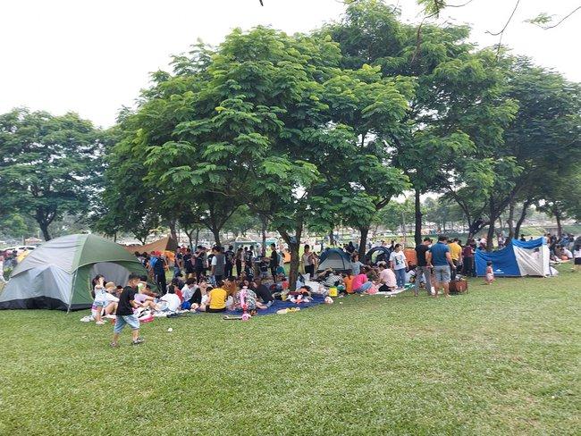Ngày Giỗ tổ Hùng Vương vùng nội đô đi đâu cũng toàn người là người, những bước chân ra khỏi ngoại thành camping thì lại chill vô cùng - Ảnh 1.