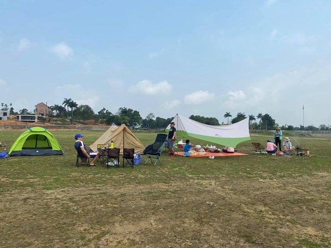 Ngày Giỗ tổ Hùng Vương vùng nội đô đi đâu cũng toàn người là người, những bước chân ra khỏi ngoại thành camping thì lại chill vô cùng - Ảnh 8.