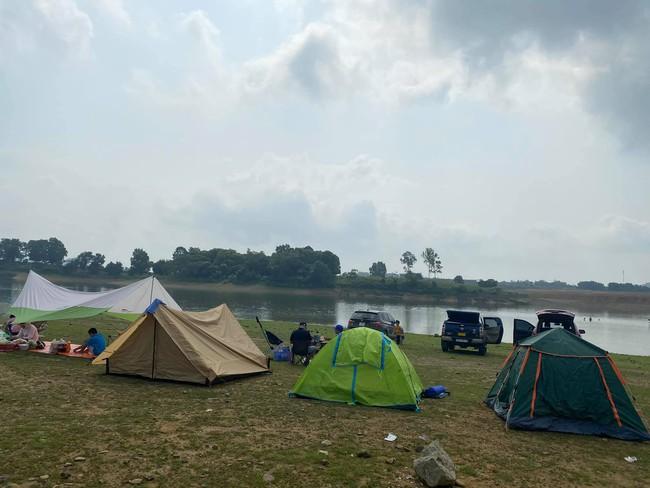 Ngày Giỗ tổ Hùng Vương vùng nội đô đi đâu cũng toàn người là người, những bước chân ra khỏi ngoại thành camping thì lại chill vô cùng - Ảnh 10.