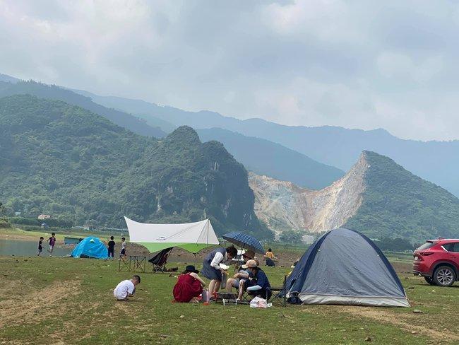 Ngày Giỗ tổ Hùng Vương vùng nội đô đi đâu cũng toàn người là người, những bước chân ra khỏi ngoại thành camping thì lại chill vô cùng - Ảnh 7.