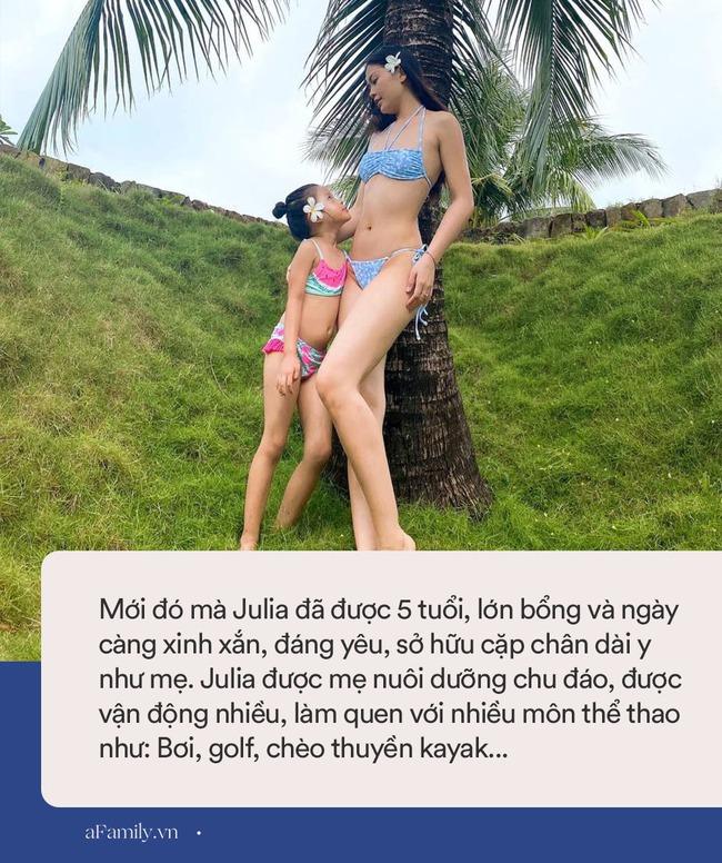 """Alpha Kid 5 tuổi nhà Á hậu Việt Nam diện bikini đôi cùng mẹ khoe chân dài nuột nà, dân mạng xuýt xoa: """"Con nhà tông không giống lông cũng giống cánh"""" - Ảnh 4."""