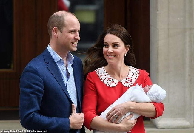 """Bức ảnh mới của Hoàng tử Louis nhân dịp sinh nhật tròn 3 tuổi """"gây bão"""" MXH với chi tiết xúc động, cho thấy sự tinh tế của Công nương Kate - Ảnh 2."""