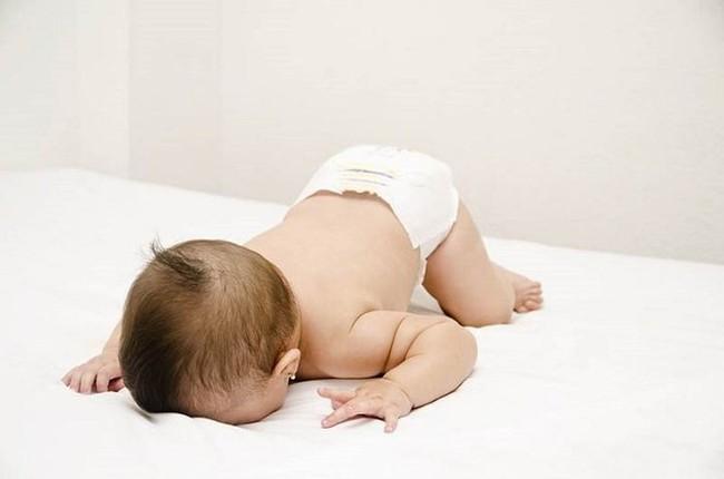 Ba tư thế ngủ ảnh hưởng đến chiều cao của trẻ, mẹ không giúp sửa thì trẻ có thể bị lùn trong tương lai - Ảnh 3.