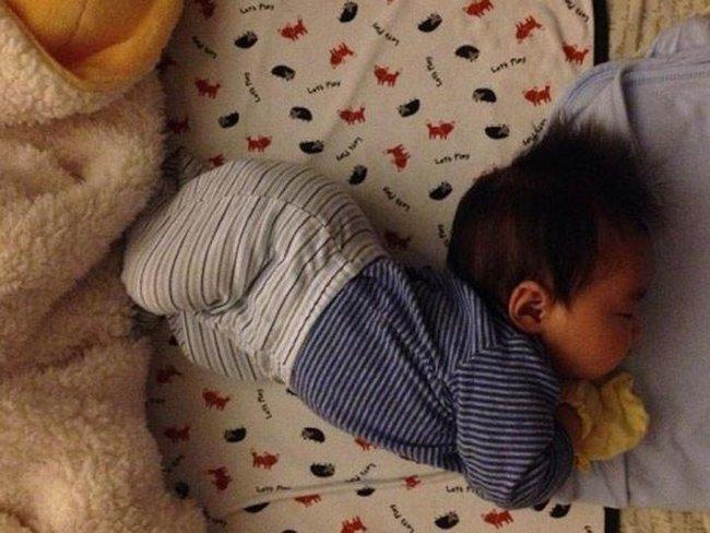 Ba tư thế ngủ ảnh hưởng đến chiều cao của trẻ, mẹ không giúp sửa thì trẻ có thể bị lùn trong tương lai - Ảnh 4.