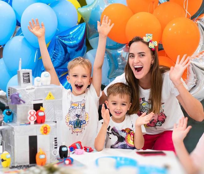 """Làm blogger từ thời mẫu giáo, cặp đôi """"Alpha Kids"""" này có khả năng kiếm hơn 800 tỷ mỗi năm khiến nhiều người kinh ngạc - Ảnh 6."""