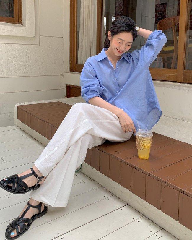 Hot hơn cả sơ mi trắng, chiếc áo màu xanh baby này đang phủ sóng  - Ảnh 10.