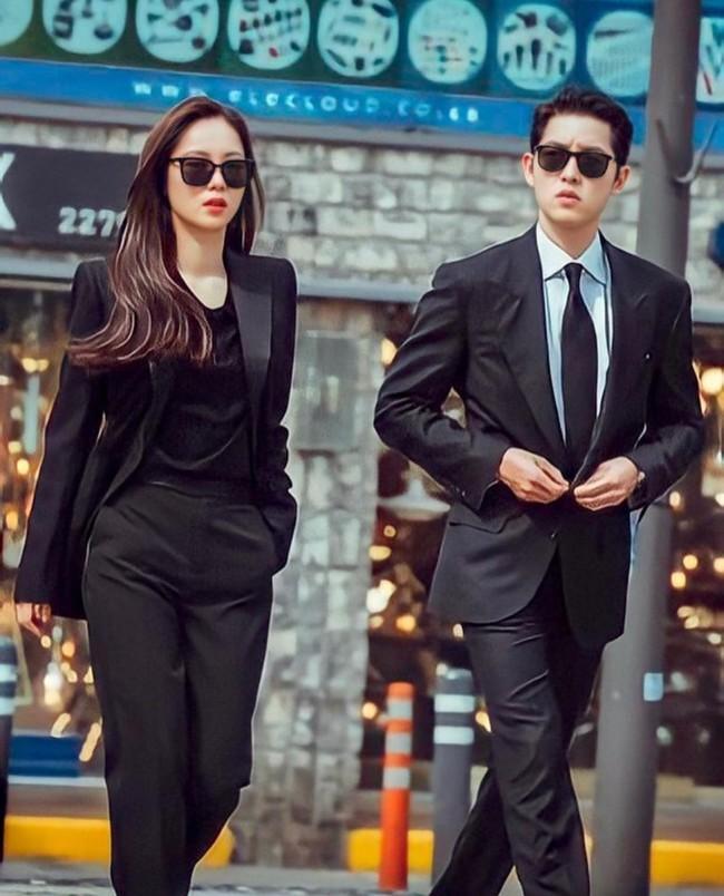 """Song Joong Ki cùng bạn gái Jeon Yeo Bin xuất hiện """"ngầu xỉu"""", chú ý nhất là màn đối đầu cực căng của 2 trai đẹp trong Vincenzo - Ảnh 2."""