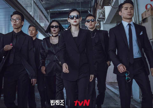 """Song Joong Ki cùng bạn gái Jeon Yeo Bin xuất hiện """"ngầu xỉu"""", chú ý nhất là màn đối đầu cực căng của 2 trai đẹp trong Vincenzo - Ảnh 4."""