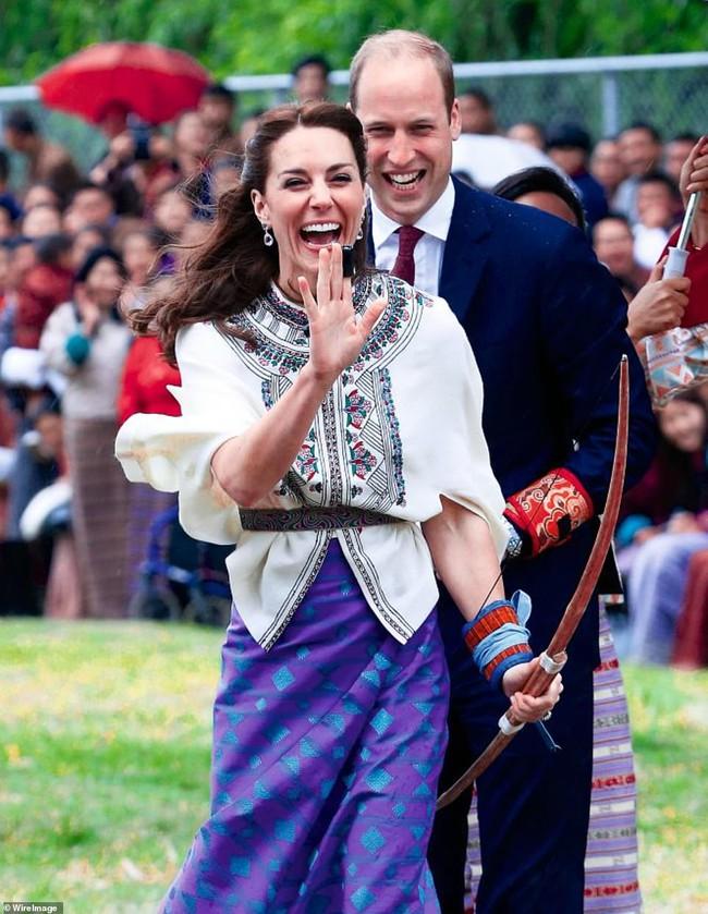 """Kỷ niệm 10 năm ngày cưới của nhà Công nương Kate: Một loạt khoảnh khắc """"tình bể bình"""" của cặp đôi chứng minh họ là một nửa hoàn hảo dành cho nhau - Ảnh 4."""