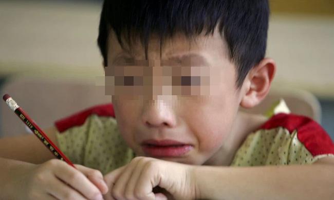 """Con trai lớp 3 nói: """"Không thích bố"""", mẹ bán tín bán nghi cho đến khi tận mắt thấy hành vi kinh tởm của chồng, quyết tâm vạch trần tội ác - Ảnh 1."""