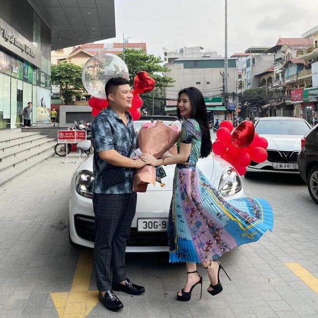 Sau khi ăn hỏi, cô dâu được chồng sắp cưới tặng xe sang trước ngày lên xe hoa, biết giá trị món quà ai cũng phải trầm trồ! - Ảnh 4.