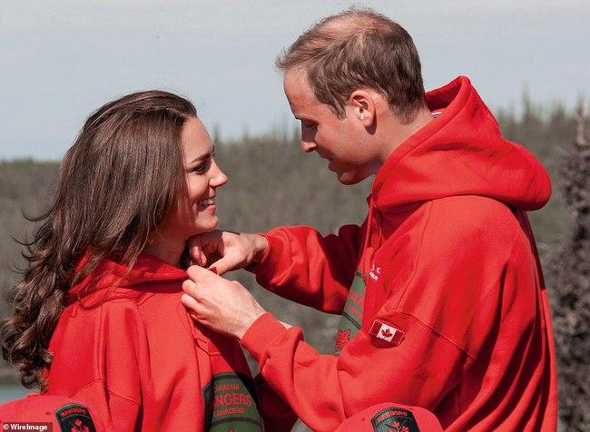 """Kỷ niệm 10 năm ngày cưới của nhà Công nương Kate: Một loạt khoảnh khắc """"tình bể bình"""" của cặp đôi chứng minh họ là một nửa hoàn hảo dành cho nhau - Ảnh 2."""