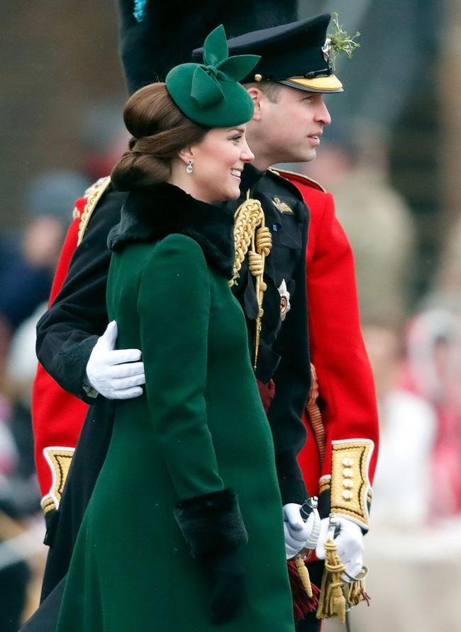 """Kỷ niệm 10 năm ngày cưới của nhà Công nương Kate: Một loạt khoảnh khắc """"tình bể bình"""" của cặp đôi chứng minh họ là một nửa hoàn hảo dành cho nhau - Ảnh 19."""