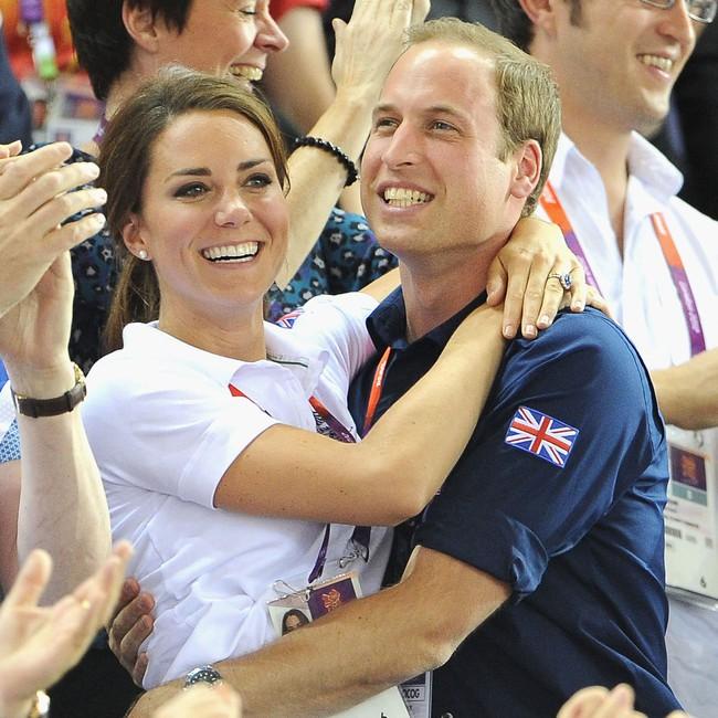 """Kỷ niệm 10 năm ngày cưới của nhà Công nương Kate: Một loạt khoảnh khắc """"tình bể bình"""" của cặp đôi chứng minh họ là một nửa hoàn hảo dành cho nhau - Ảnh 7."""