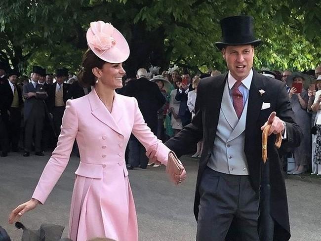 """Kỷ niệm 10 năm ngày cưới của nhà Công nương Kate: Một loạt khoảnh khắc """"tình bể bình"""" của cặp đôi chứng minh họ là một nửa hoàn hảo dành cho nhau - Ảnh 13."""