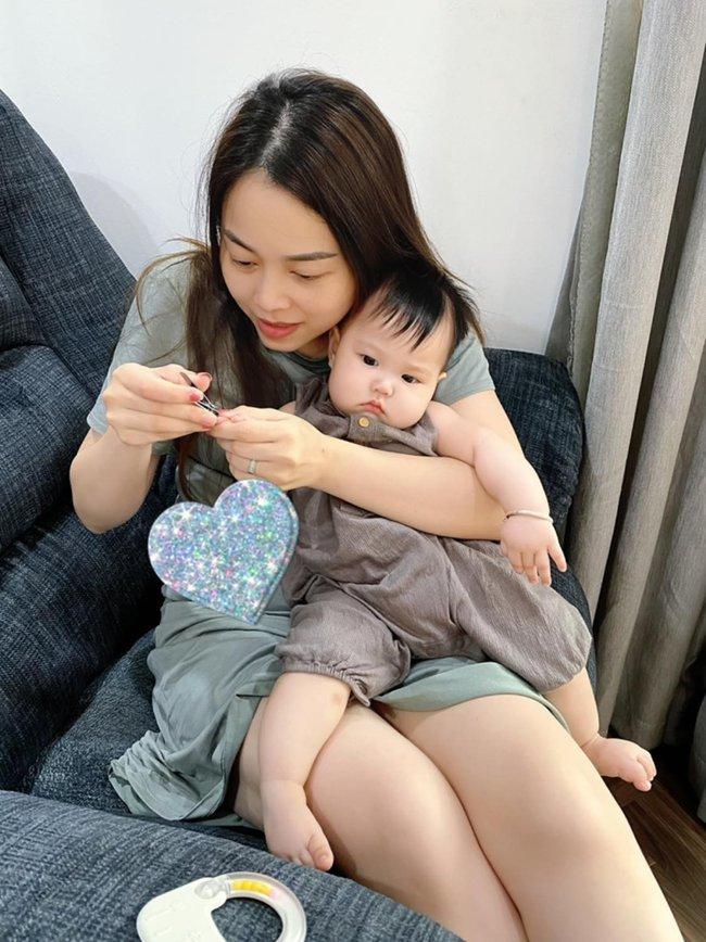 """Cuối tuần của hội hot mom: Bà xã MC Thành Trung khoe nhan sắc sexy lộng lẫy, Trang Pilla diện bikini """"bỏng mắt"""" bên hồ bơi - Ảnh 2."""