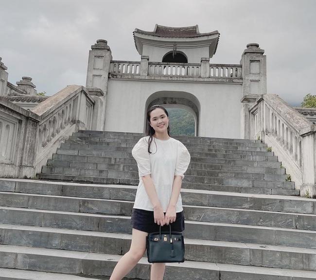 """Cuối tuần của hội hot mom: Bà xã MC Thành Trung khoe nhan sắc sexy lộng lẫy, Trang Pilla diện bikini """"bỏng mắt"""" bên hồ bơi - Ảnh 4."""