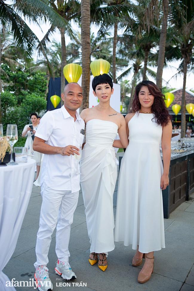 """Dàn sao diện cây trắng sang trọng, Hoa hậu Đỗ Thị Hà và Jennifer Phạm bỗng """"lạc quẻ"""" với tông màu nổi bật - Ảnh 6."""