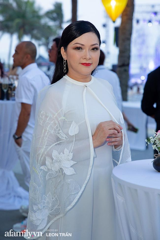 """Dàn sao diện cây trắng sang trọng, Hoa hậu Đỗ Thị Hà và Jennifer Phạm bỗng """"lạc quẻ"""" với tông màu nổi bật - Ảnh 5."""