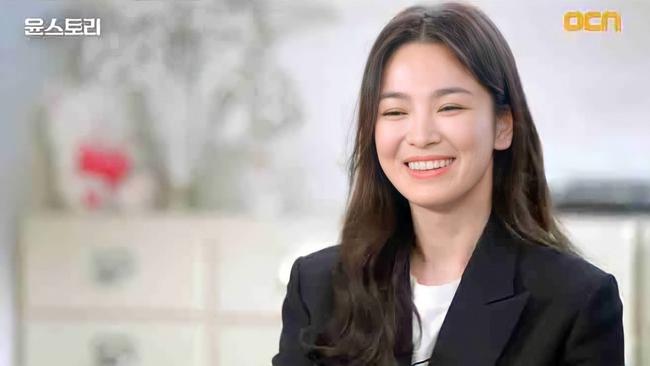 Song Hye Kyo gây náo loạn khi lần đầu xuất hiện trên truyền hình kể từ vụ ly hôn, chỉ một chi tiết cũng khiến fan hạnh phúc  - Ảnh 2.