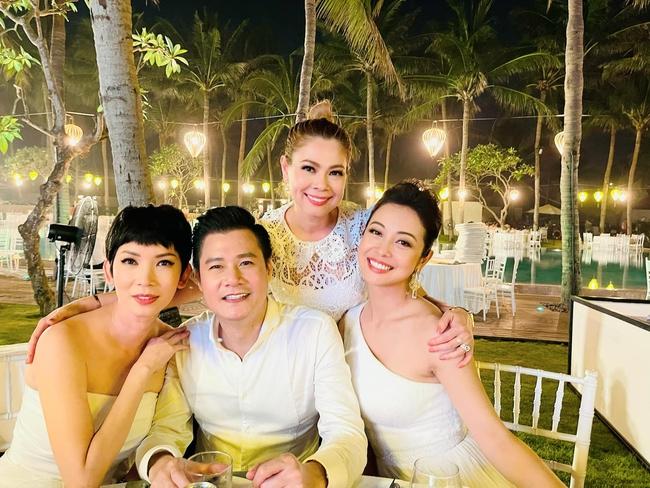 """Sau câu nói """"gây bão"""", Quang Dũng tiếp tục thân thiết bên vợ cũ Jennifer Phạm và người yêu cũ Thanh Thảo trong buổi tiệc - Ảnh 3."""