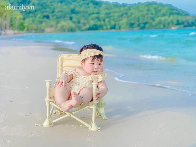 """Dân mạng """"xỉu ngang xỉu dọc"""" với bộ ảnh em bé check-in khắp Phú Quốc, nhìn là muốn bay ngay vào đảo Ngọc! - Ảnh 1."""