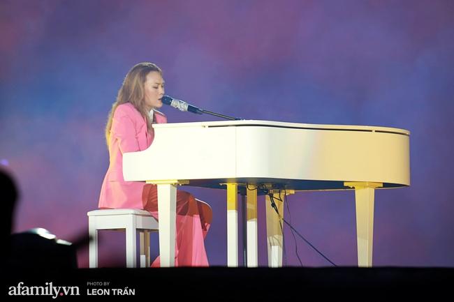 """Mỹ Tâm cùng khóc cùng cười với khán giả trong đêm nhạc """"Tri Âm"""" đầy cảm xúc, màn song ca Hà Anh Tuấn tiếp tục gây sốt - Ảnh 3."""