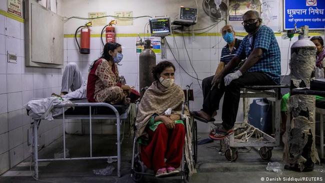 """Địa ngục trần gian Covid-19 ở Ấn Độ: Hít thở thở thôi cũng là điều xa xỉ ngay lúc này và lời khẩn cầu """"xin hãy giúp chúng tôi"""" - Ảnh 4."""