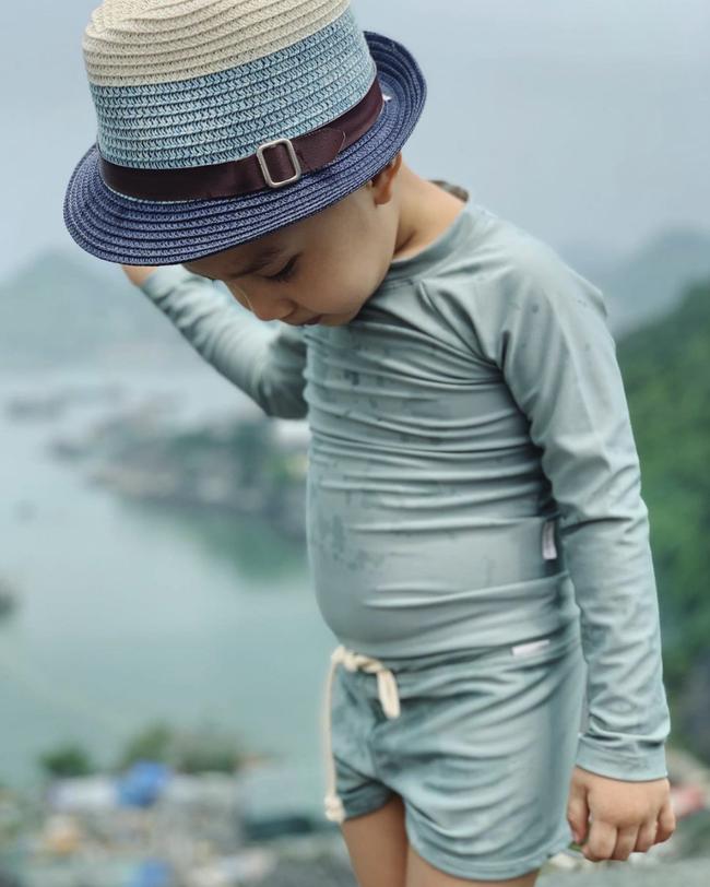 Bộ đồ bơi của cặp sinh đôi nhà Hồ Ngọc Hà khiến các mẹ bỉm sữa thích mê, fan cứng nhìn phát biết ngay mua ở đâu - Ảnh 3.