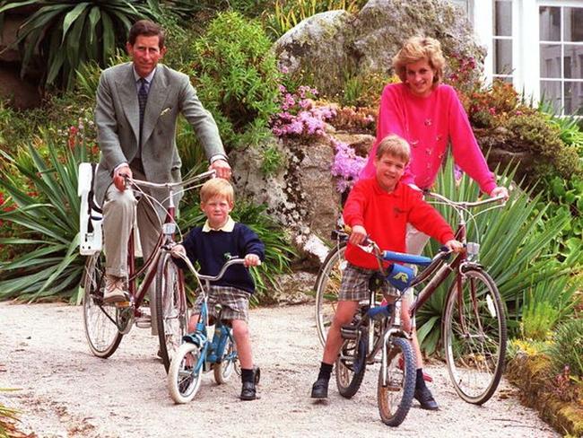 Thâm sâu như Công nương Kate: Chỉ qua một bức ảnh mới đã bóc trần việc nhà Sussex nói dối trong cuộc phỏng vấn bom tấn, khiến vợ chồng Meghan hổ thẹn - Ảnh 3.