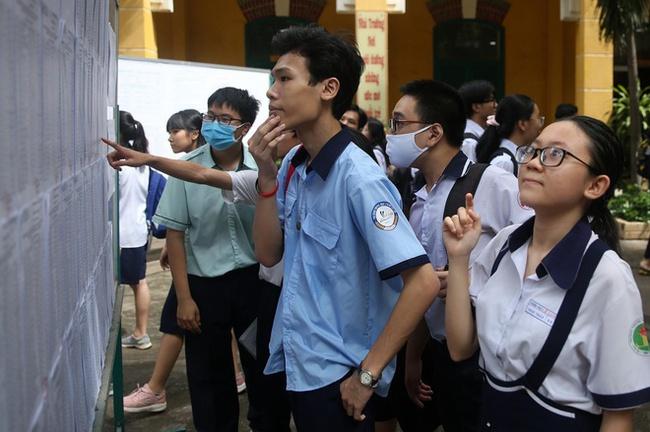 Cuộc đua giành vé vào lớp 10 công lập: Phụ huynh Hà Nội sẵn sàng chi tiền triệu cho 1 buổi học, học sinh TP. HCM tăng tốc luyện thi tiếng Anh vì quy định tính điểm mới - Ảnh 1.