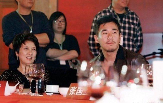 """Chăm sóc Trương Mặc hơn 30 năm nhưng bà không được anh gọi một tiếng """"mẹ""""."""