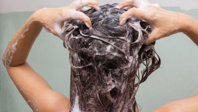 """Phụ nữ khi đi tắm, tốt nhất nên """"nhịn"""" những việc này để bảo vệ sức khỏe - Ảnh 3."""