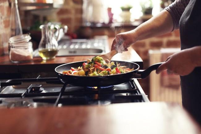 Sau khi nấu ăn xuất hiện chóng mặt, tức ngực, chán ăn thì rất có thể ung thư phổi cách bạn không xa - Ảnh 3.
