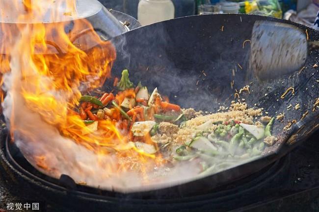 Sau khi nấu ăn xuất hiện chóng mặt, tức ngực, chán ăn thì rất có thể ung thư phổi cách bạn không xa - Ảnh 1.