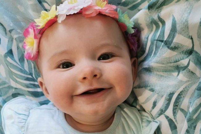 Thấy con 1 tuần tuổi trớ ra sữa màu xanh, bà mẹ đưa con đi khám rồi kinh hoàng nghe bác sĩ báo hãy chuẩn bị tinh thần - Ảnh 1.