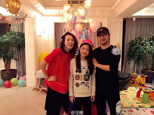 Chương Tử Di cũng phải tốn không ít thời gian để thân thiết với con riêng của Uông Phong.
