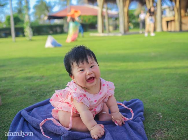 """Dân mạng """"xỉu ngang xỉu dọc"""" với loạt ảnh em bé check-in khắp Phú Quốc, nhìn là muốn bay ngay vào đảo Ngọc! - Ảnh 6."""
