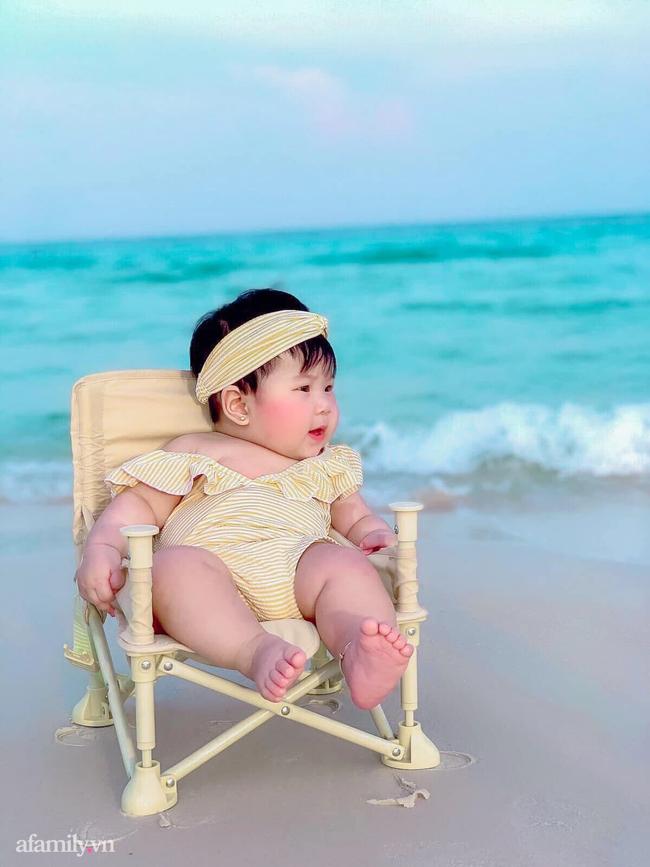 """Dân mạng """"xỉu ngang xỉu dọc"""" với loạt ảnh em bé check-in khắp Phú Quốc, nhìn là muốn bay ngay vào đảo Ngọc! - Ảnh 8."""