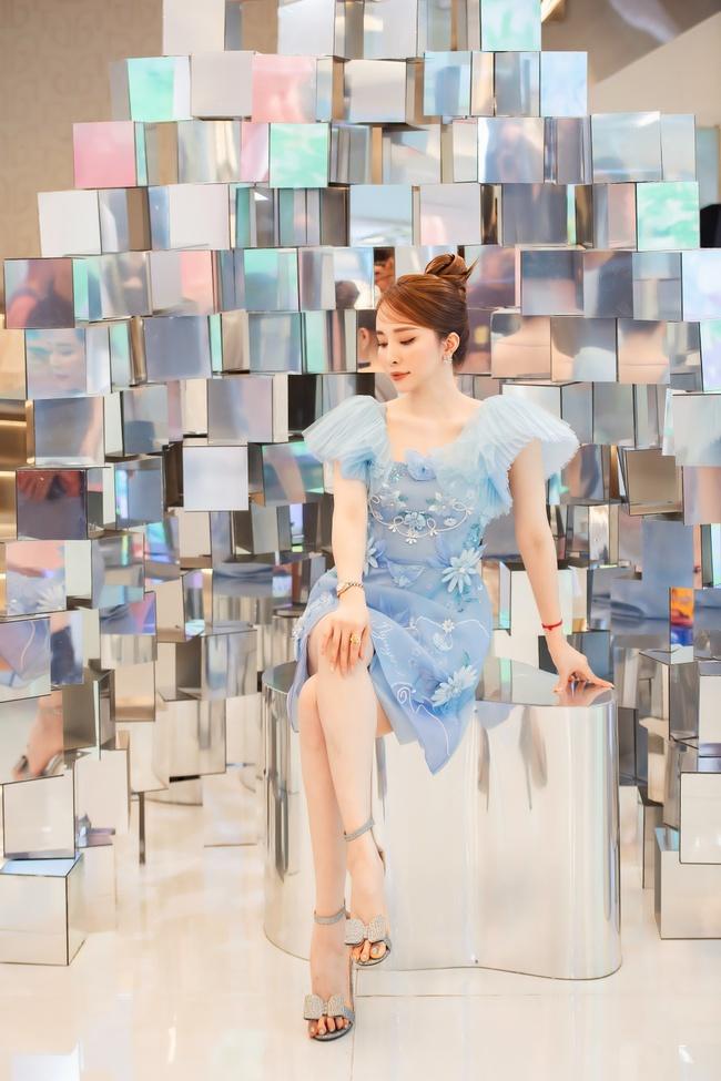 Quỳnh Nga, Huyền Lizzie diện trang sức cả trăm triệu, đọ sắc cùng dàn Bông hậu Vbiz tại sự kiện thời trang - Ảnh 13.