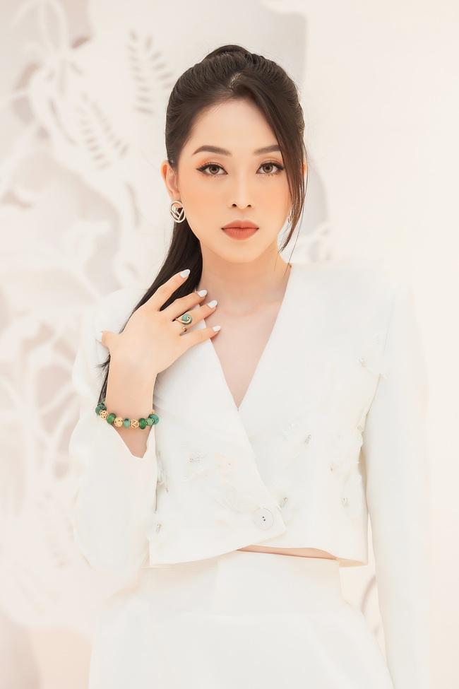 Quỳnh Nga, Huyền Lizzie diện trang sức cả trăm triệu, đọ sắc cùng dàn Bông hậu Vbiz tại sự kiện thời trang - Ảnh 7.